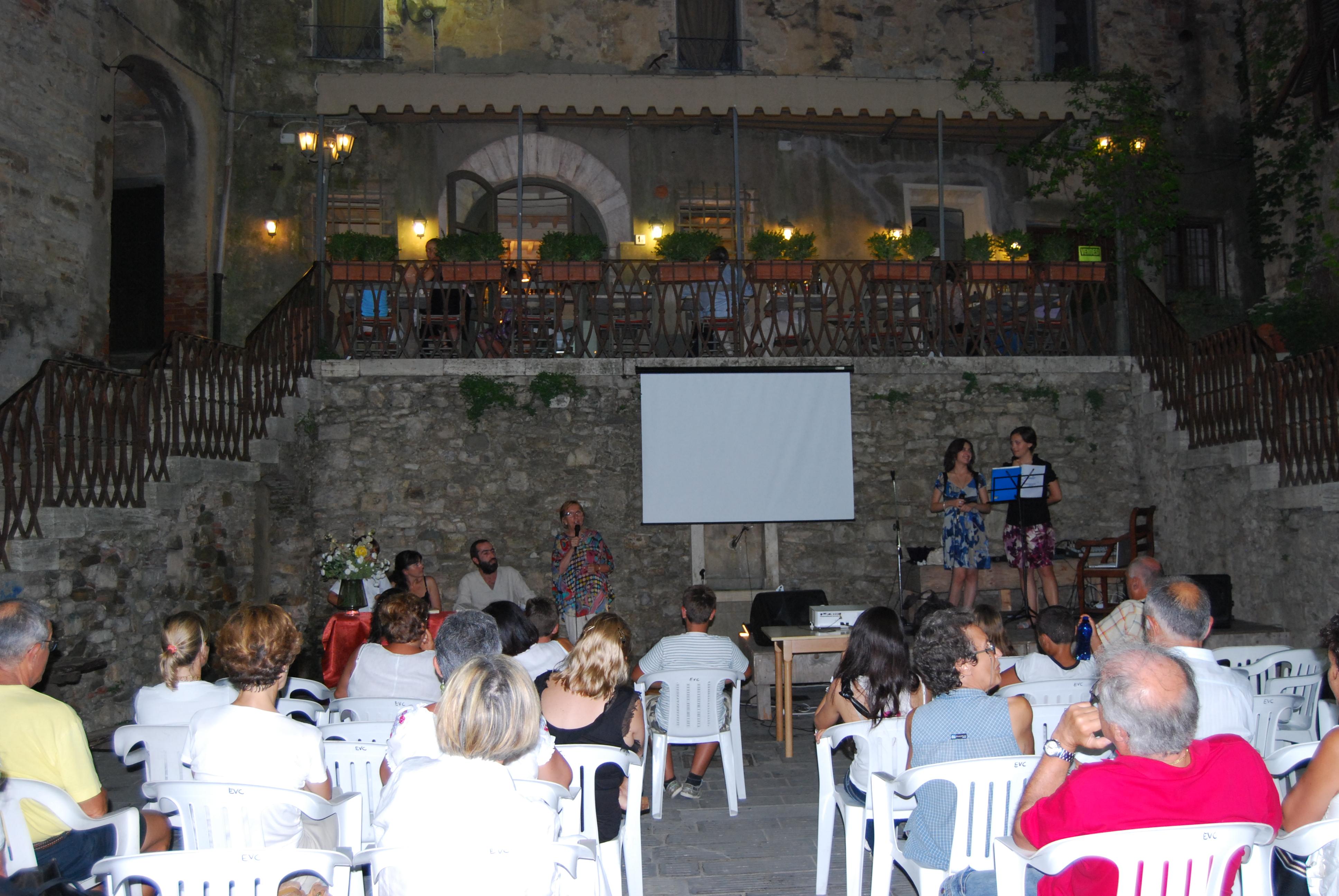 I libri e l'estate: incontri culturali nei borghi toscani, qui siamo a Suvereto