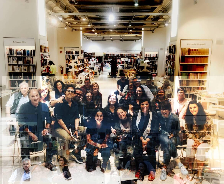 A-Ferrara-in-libreria-con-il-gruppo-di-lettura-scaled.jpg